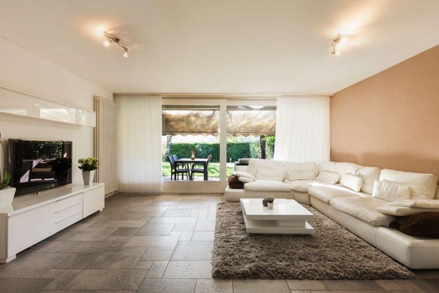 Vilket golv passar i vardagsrummet for Foto di loft arredati