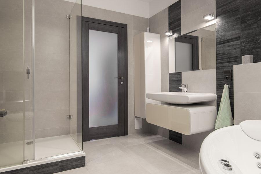 Badrumsdörr med frostat glas