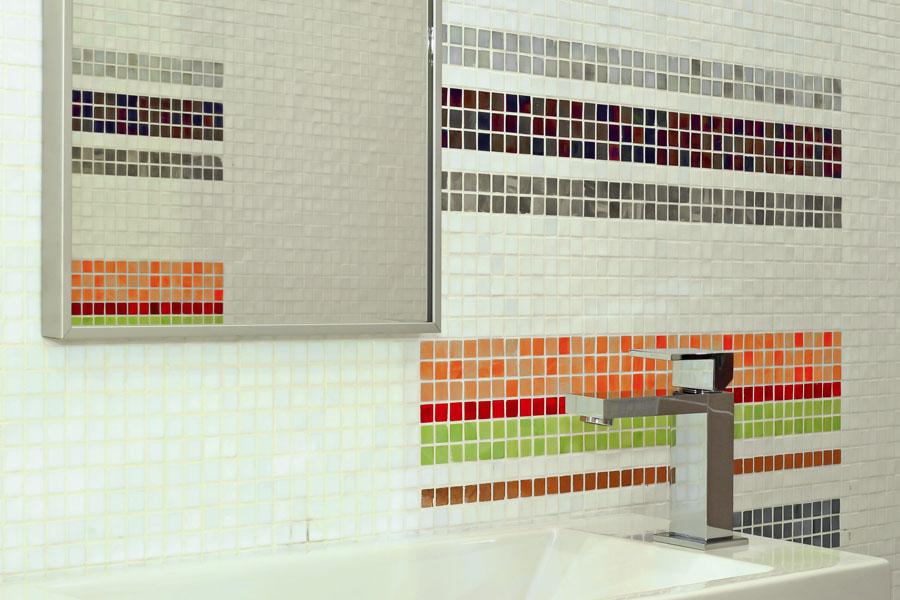 Badrumsvägg med mosaik