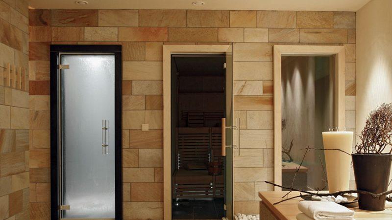 Bastudörr – Säkerheten för bastubadaren hänger på dörren