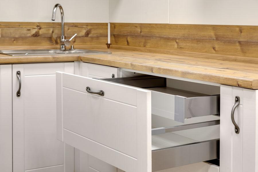Designbeslag på köksluckor och lådor