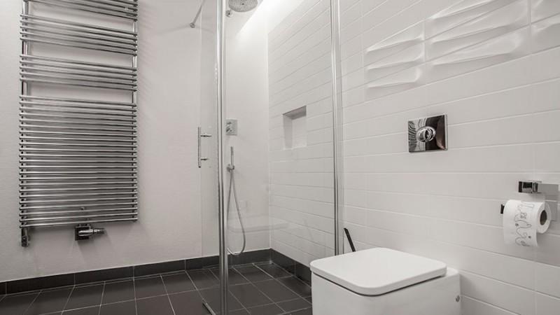 Duschvägg eller duschhörna? Fördelar och nackdelar