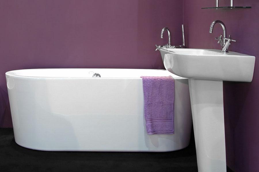 Fristående tvättställ i badrum