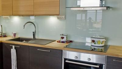 Läckert med glas i köksinredningen