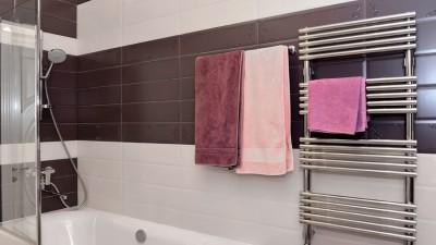 Elektrisk handdukstork håller badrummet varmt och ombonat