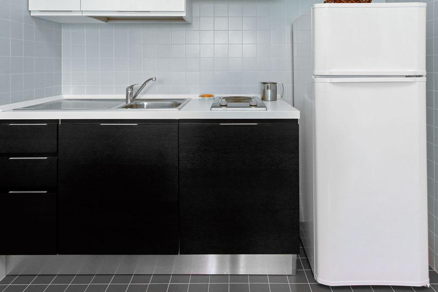 litet kylskåp med frysfack