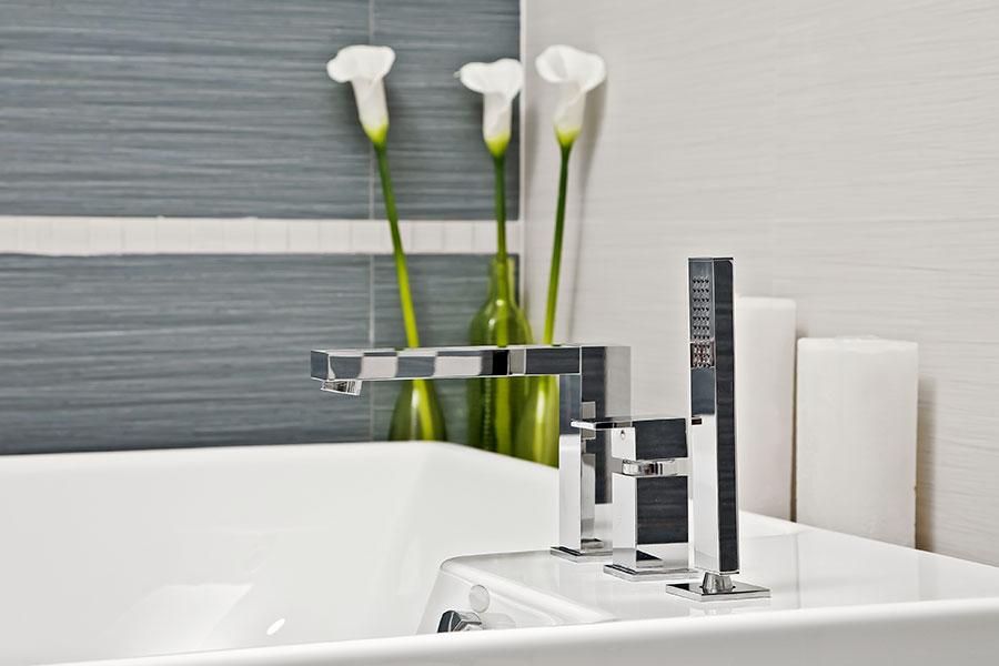 Modern dusch- och badkarsblandare