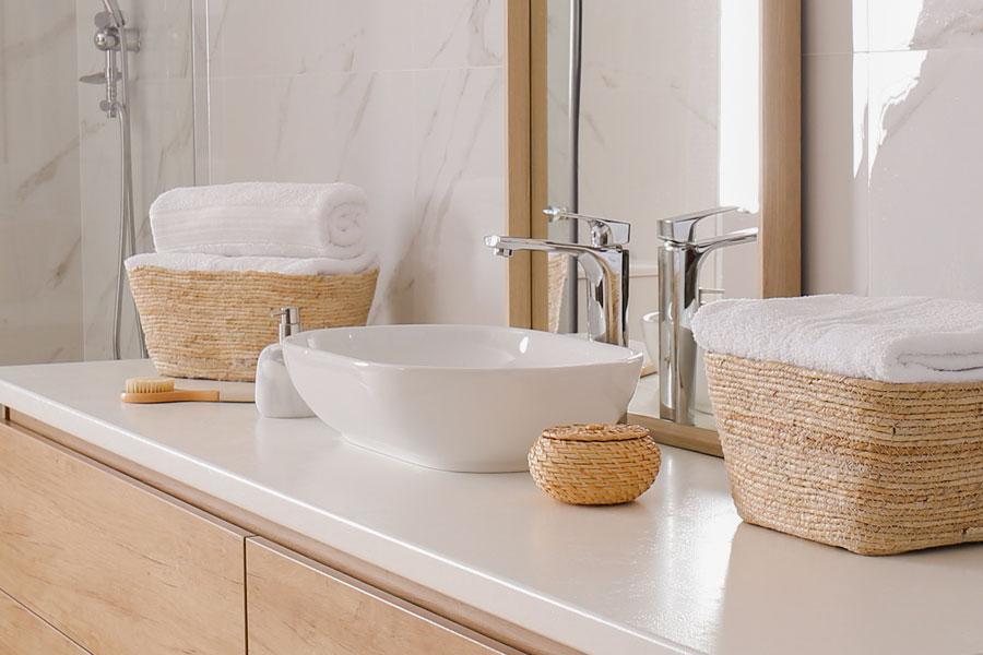 Ovanpåliggande tvättställ i badrum