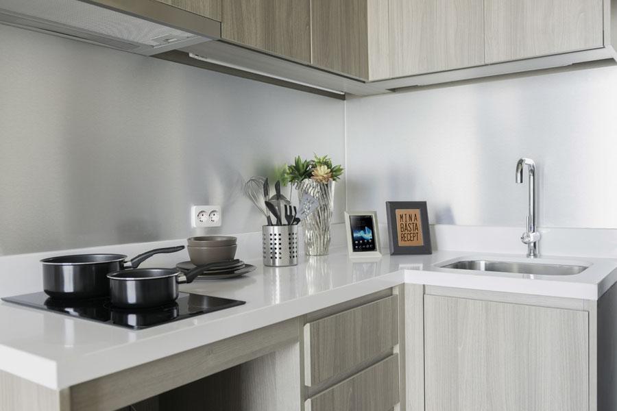 Stänkskydd av rostfritt stål i kök