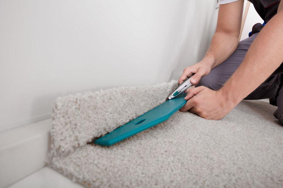 Lägger textilgolv