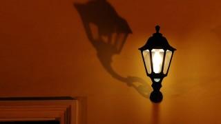 Lampor styrda med rörelsesensor avslöjar vem som kommer