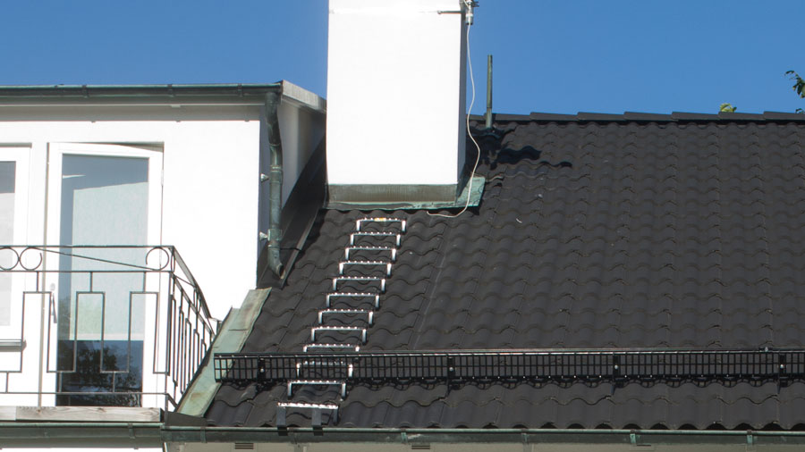 Snörasskydd på tak med takpannor