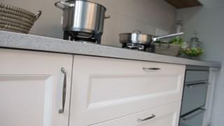 Kökshandtag och beslag till köksluckor