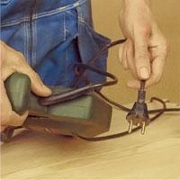 Innan du byter frässtål, kontrollera så att kontakten inte sitter i väggen