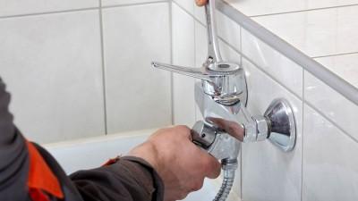 Byt till ny kombinerad badkars- och duschblandare