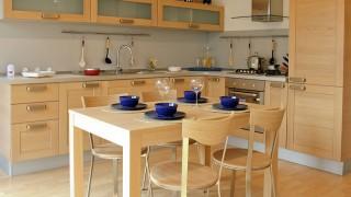 Möbelrenovering – Lär dig att laga fanerade ytor