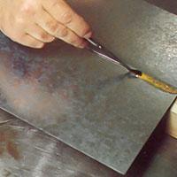 Gör lödytan ren med saltsyra