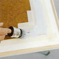 Grundmåla och slutstryk köksluckorna med lackfärg