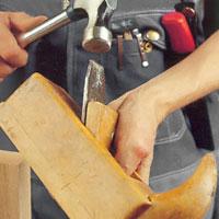 Hyvlar av trä ställs in med lätta hammarslag på slagknappen