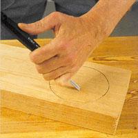 Hårt trä och stora arbeten kräver att du styr verktyget med tryck mot ämnet