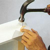 Gör en mall på hörnbågen av t ex ett rutpapper