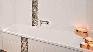 Installera nytt badkar i badrummet