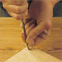 Vid instick, skjut verktyget vertikalt in i träet