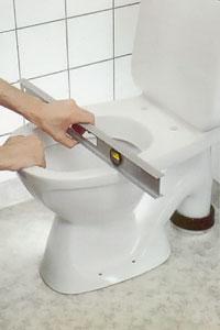 Provställ toalettstolen på sin plats.