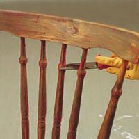 Använd en liten kniv eller sickel om det är svårt att rengöra med stålspackel