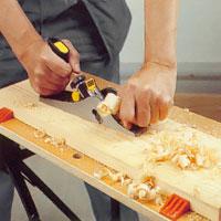 Vid skrubbhyvling när du tar bort mycket trä kan du använda en kombinationshyvel
