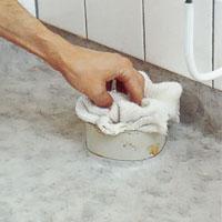 Skydda det frilagda avloppet från skräp
