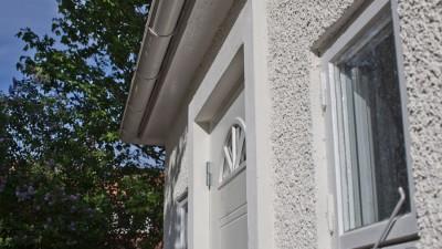 Spritputs ger vackra skuggor i fasaden