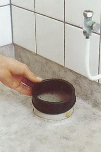 Toalett luktar avlopp