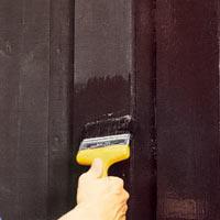 Grunda med färglös lasyr på ohyvlat virke