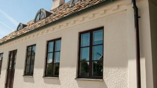 Kalkfärg på fasadputs och yttervägg