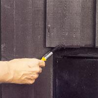 Behandla ytorna utomhus med träolja för att förhindra fuktvandring