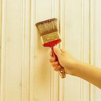 Ytan blir tåligare och lättare att göra ren om den klarlackeras