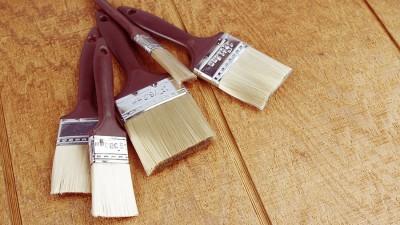Penslar och målarverktyg till husbehov