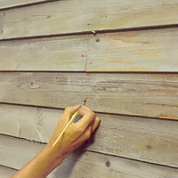 Rostiga spikar kan missfärga den nymålade panelen.