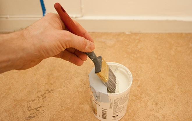 Undvik att färgen rinner nerför burken varje gång du använder den