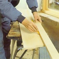 Använd en stållinjal eller en helt rak bräda och dra ut såglinjen