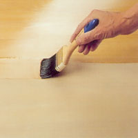 Använd lackpensel och lackera den renborstade ytan.