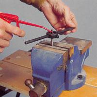 Använd smörjmedel, utom till brons och mässing.