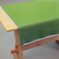 Arbetsbordet måste vara stadigt och ha en inte alltför stum yta.