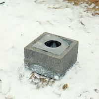 avsluta murningen med en plåtstos i skorstensöppningen.