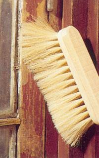 Borsta bort slipdamm och färgrester