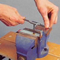 Öka tappdimensionen från förtapp via mellantapp till sluttapp.
