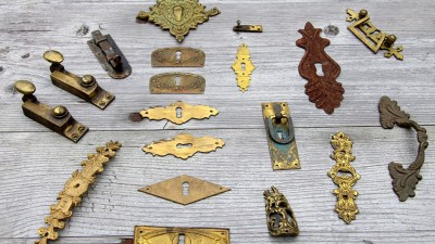 Putsa upp gamla möbelbeslag