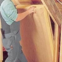 Isolera med takstolsskiva. Börja monteringen i stödbensväggen