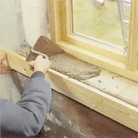 Jämna till ytan med putsbruk och murslev.